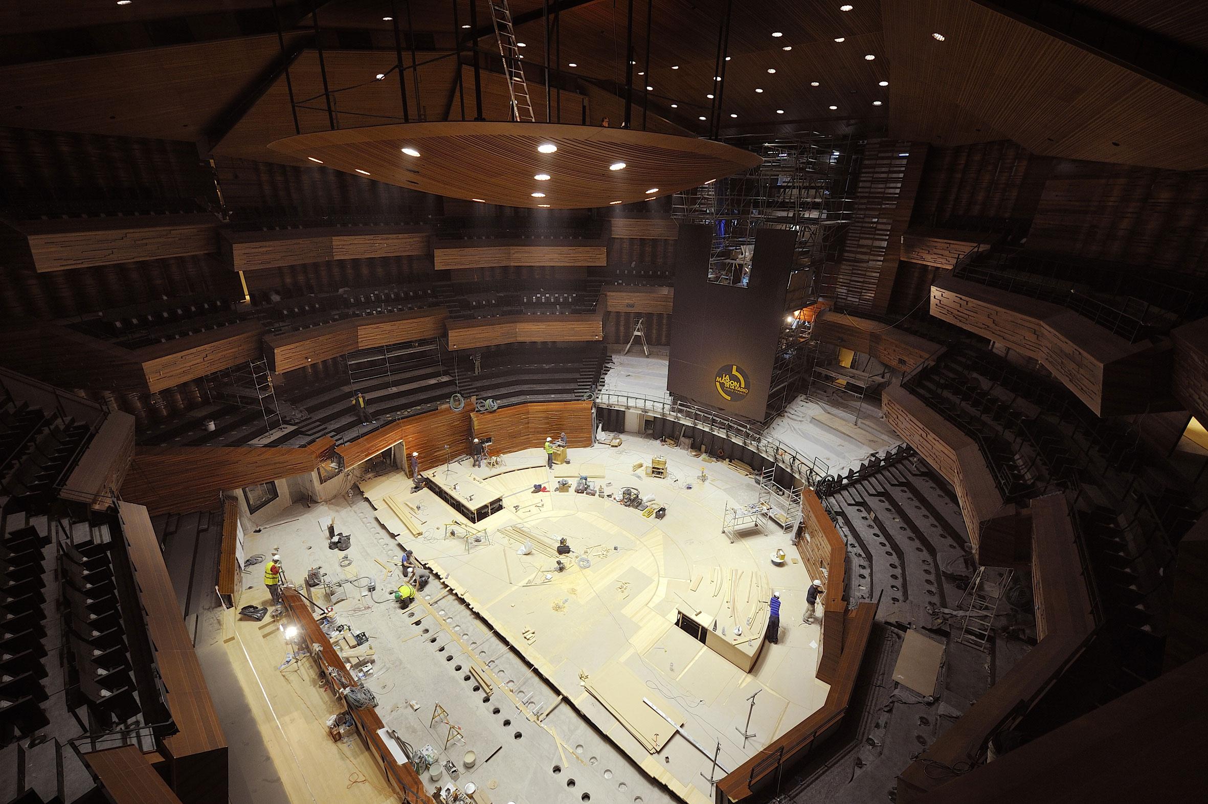 L'Auditorium durant les travaux, vue de l'un des balcons sur la future scène. C. Abramowitz / Radio France