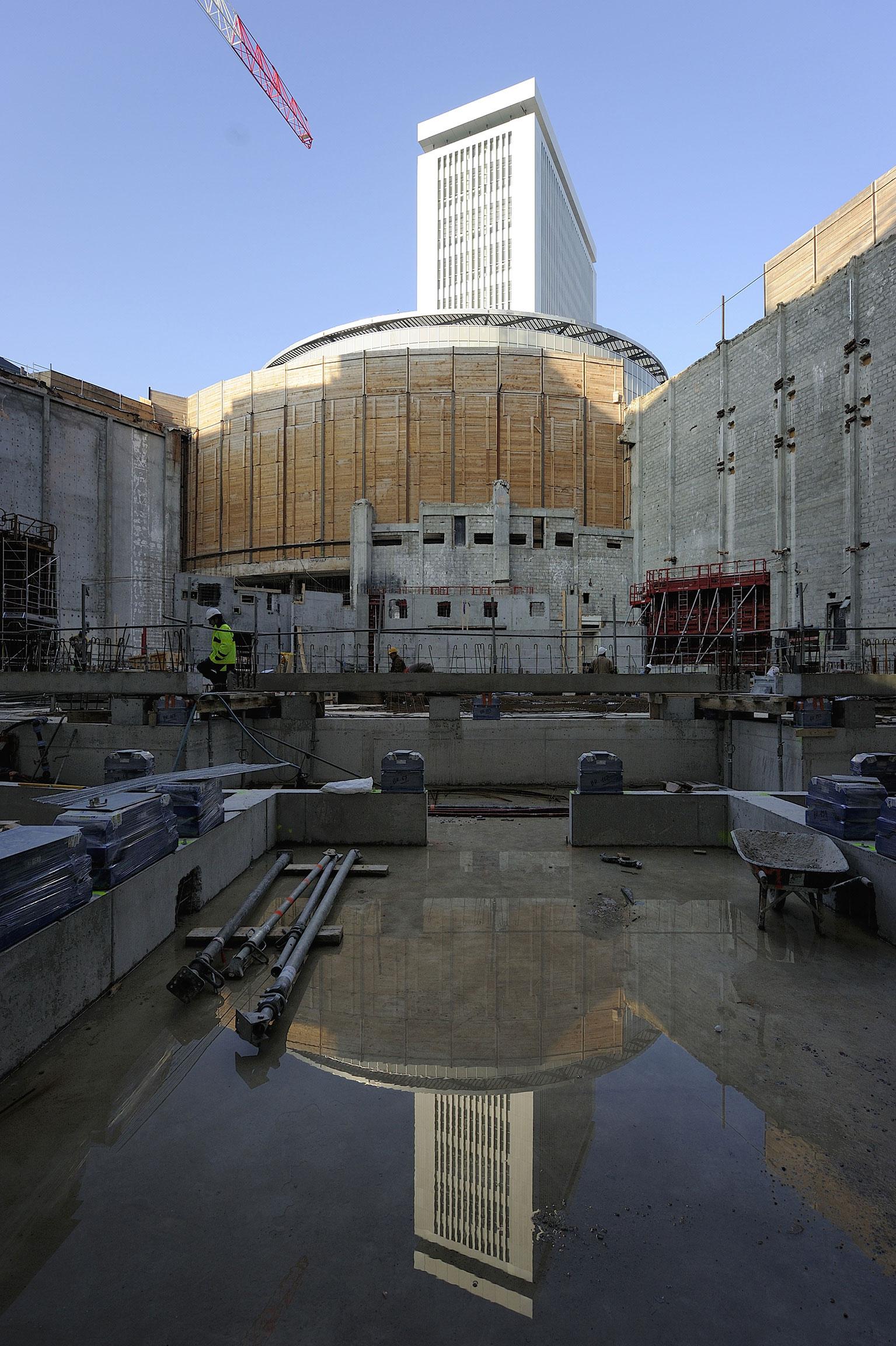 Vue sur le chantier de construction de l'Auditorium depuis la cour intérieure de la Maison de la Radio. C. Abramowitz / Radio France