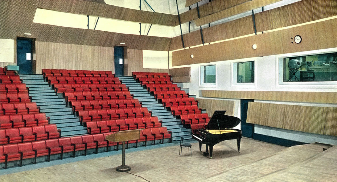 Studio 105 de la Maison de la Radio en 1963 / Archives Ecrites de Radio France